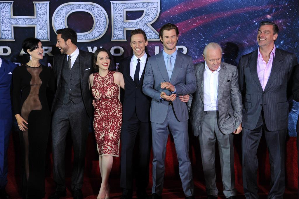 Tom+Hiddleston+Premiere+Marvel+Thor+Dark+World+zy_cNIF-4nDx.jpg