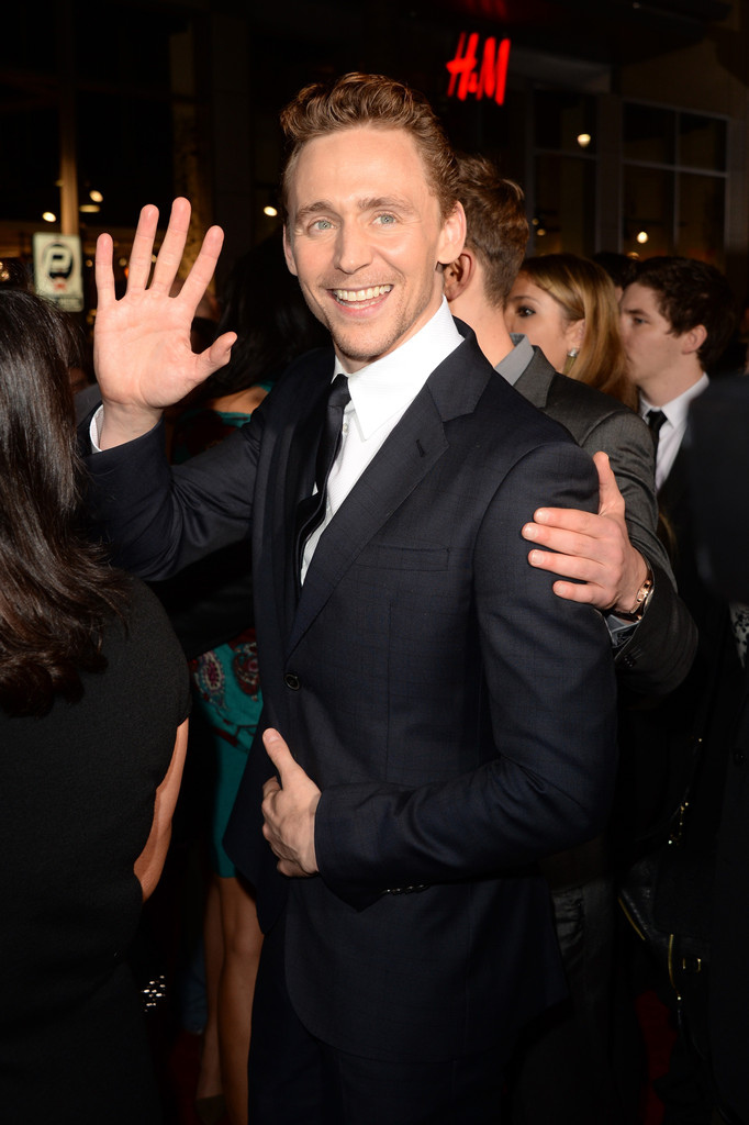 Tom+Hiddleston+Premiere+Marvel+Thor+Dark+World+r0TAWMlpTQGx.jpg