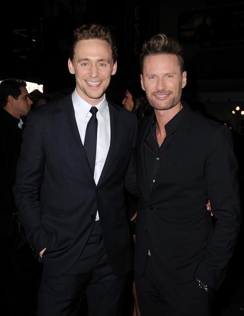 Tom+Hiddleston+Premiere+Marvel+Thor+Dark+World+A66y6RB0KxDx.jpg