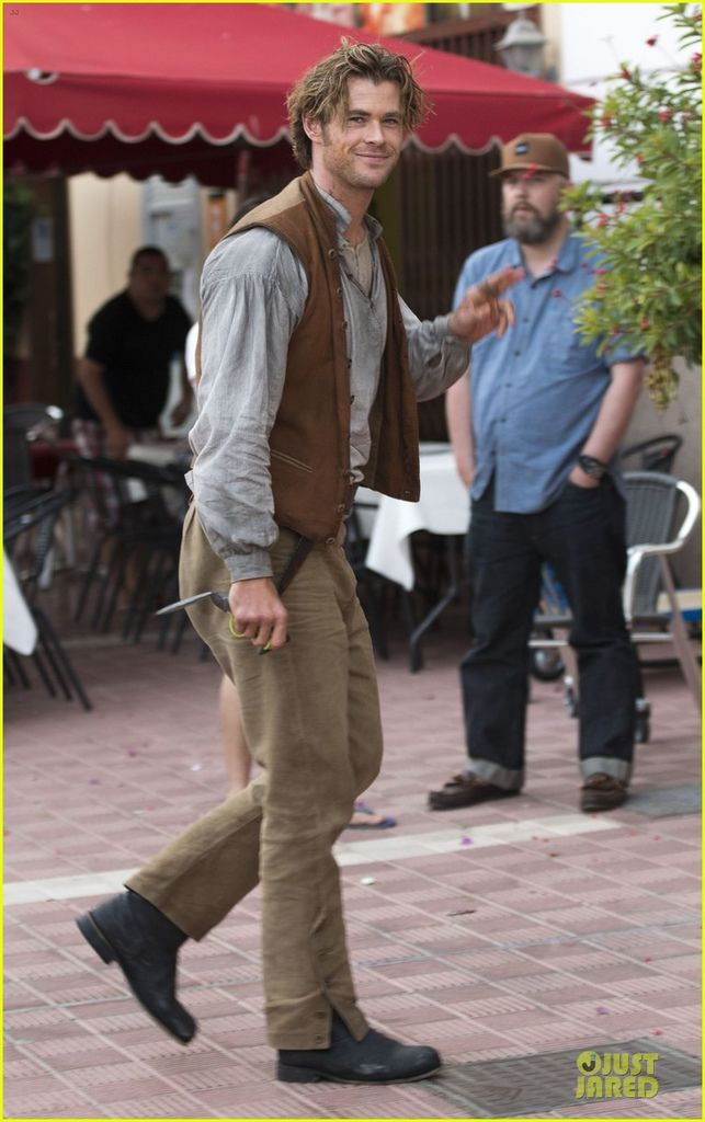 chris-hemsworth-heart-of-the-sea-set-with-cillian-murphy-03