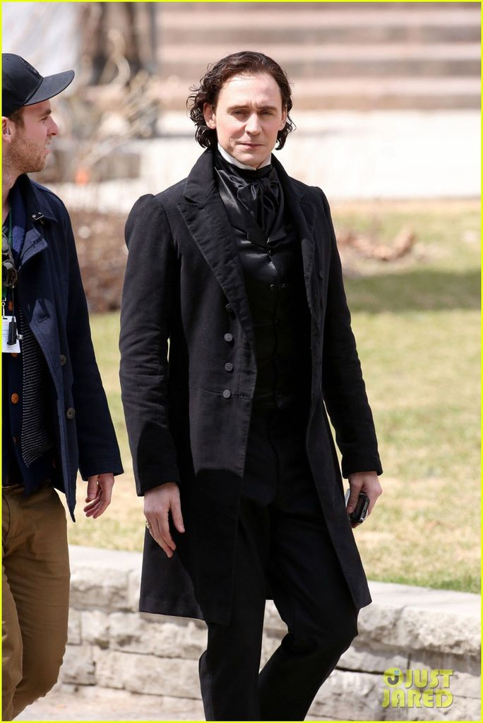 tom-hiddleston-mia-wasikowska-don-period-attire-crimson-peak-02