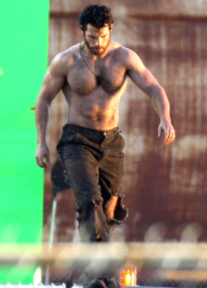 Henry-Cavill-sighting-on-Man-of-Steel-set-in-Vancouver-05