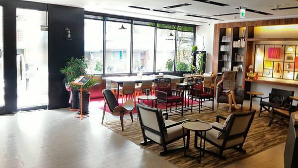 lobby (5).jpg