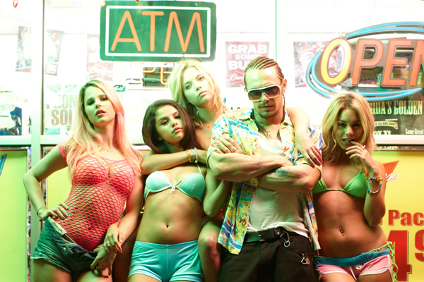 spring-breakers-james-franoc-selena-gomez-co-600-still