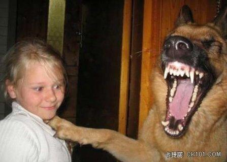 看我的大嘴巴~怕了吧