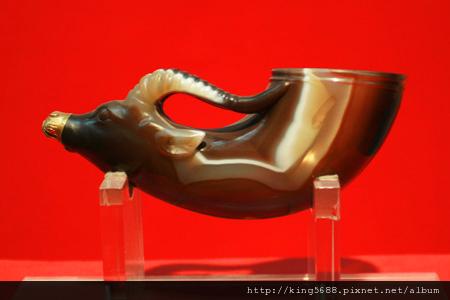 唐代的鑲金獸首瑪瑙杯