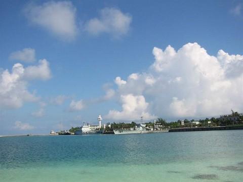 西沙海島與兵艦.jpg