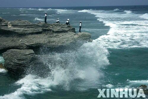 西沙石島的浪花.jpg