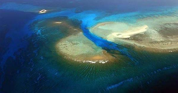西沙全富島礁盤.jpg
