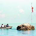 南沙黃岩島1997菲插旗.jpg