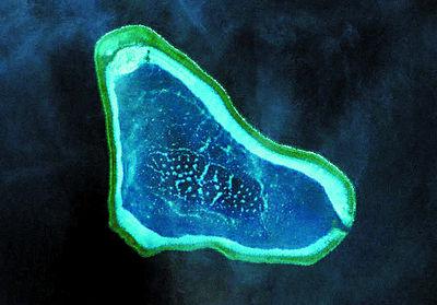 中沙黃岩島衛星圖.jpg