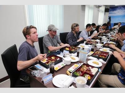 太平島國際新聞媒體參訪用餐.jpg