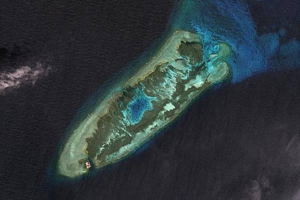 2006年6月之前的永暑礁,建築只有一個小點.jpg