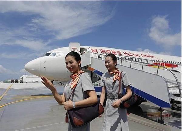 20160713海南航空的空姐在美濟島.jpg