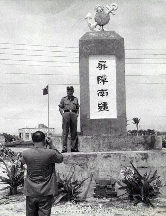 蔣經國登上太平島.jpg