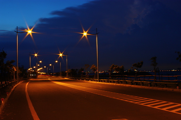 大鵬灣自行車道的夜間美景(拍攝地點--嘉蓮小棧旁).jpg