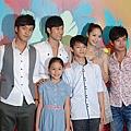 《魚狗》首映,左起演員張雁名陳恩峰白歆惠、謝承均與兩位童星一起出席.jpg