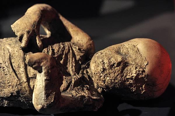 龐貝城裡被火山灰掩埋的屍體(圖/CARLO HERMANN,CARLO HERMANN/AFP/Getty Images)
