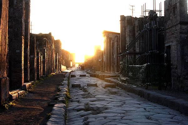 龐貝城的石板路(圖/Franco Origlia/Getty Images)