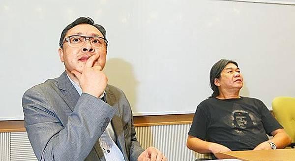 社民連主席梁國雄(右)決定支持戴耀廷(左)發起的和平佔中運動,並為舉行第二次商討日作準備。