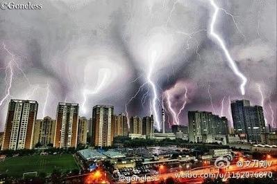 8月11日,北京又遭遇暴雨雷電「五雷轟頂」,截止當晚8時,雷電11,028次。