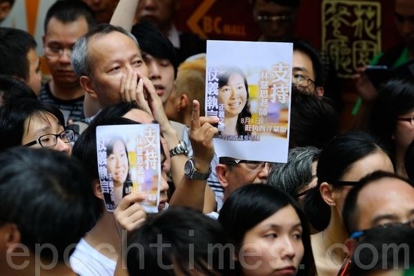 民間部署抗議針對梁振英周日再落區巡視 香港民眾:梁振英瘋了!
