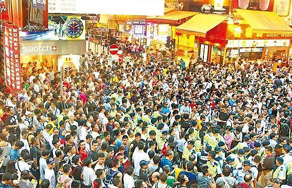 退休沙展於旺角集會對峙事件涉襲擊記者