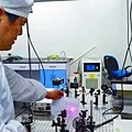 英國國家物理實驗室(NPL)的科學家近日研發出一種太赫茲光譜(terahertzspectroscopy)新技術,可以用來檢測發現假冒名牌商品。(網路圖片)