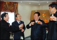 周永康2010年2月27日在新疆石河子市燕京啤酒廠視察