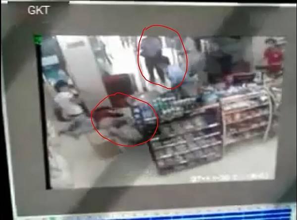 安徽兩警察眼睜睜看著少女被殺 竟不知所措 忘記了自己是警察!