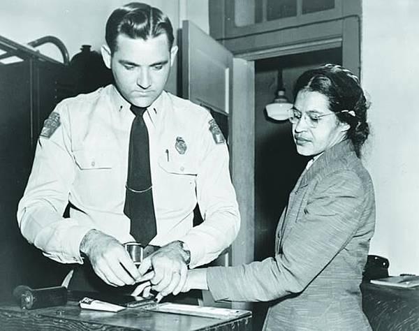 1955-56年 罷搭巴士運動 帕克斯在巴士拒絕讓座予白人被捕,觸發蒙哥馬利市黑人罷搭巴士運動