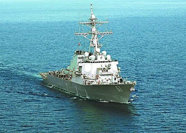 美國導彈驅逐艦「拉梅奇號」準備隨時向敍利亞發動空襲。路透社