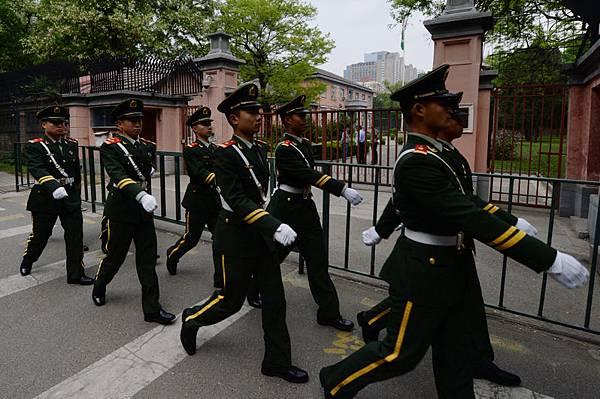 周永康在中共政法系統長達10年,兼政治局常委政法委書記兩職,在掌握警察體系的同時掌控武警部隊。(AFP)