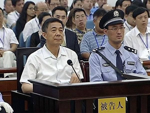 薄熙來(左)被指謀奪中共正統地位,不只想當總理,還想當總書記。資料圖片