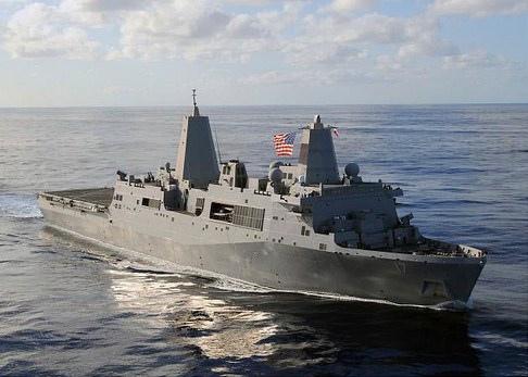 美國聖安東尼號(USS San Antonio)(如圖)海陸兩棲的登陸艦,於2013年8月30日駛入地中海,成為美國近日派遣進入該海域的第6艘戰艦,顯示美國軍事制裁敘利亞的行動已箭在弦上。本圖為美國海軍公佈的聖安東尼號檔案照片。(圖片來源:USA Navy)