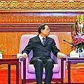 張德江(右)日前以高規格接見黎棟國(中)及曾偉雄(左),反映中央擔憂香港局勢。