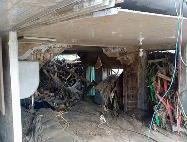被毀的房屋內部。(網絡圖片)