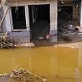 洪水沖過的房屋。(網絡圖片)