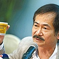 海天堂老闆吳耀明昨於內地舉行記者會澄清公司並無出售發霉龜苓膏,結果即場被踢爆講大話。《蘋果》記者攝