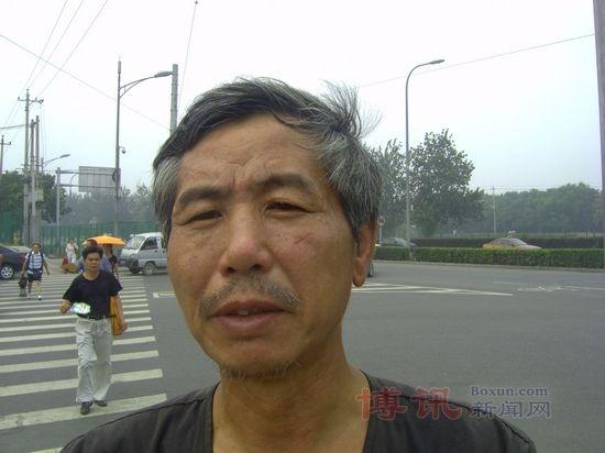 今年3月,遼寧丹東知名維權人士姜家文(圖)被當局非法強行抓捕時,他連續高喊「打倒共產黨」。(網絡圖片)