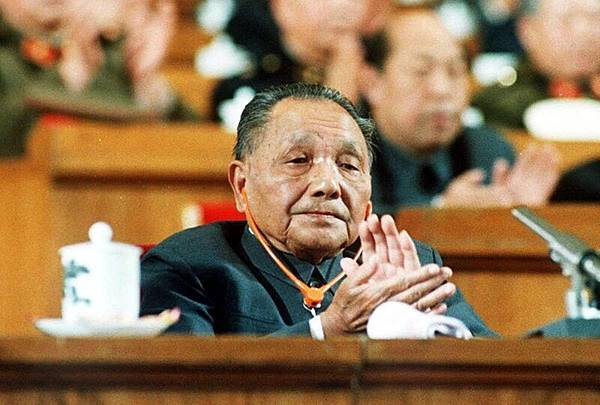 鮑彤評論說,鄧小平既不是什麼「改革開放的總設計師」,也沒有把三中全會開成「改革開放的大會」。(AFP)