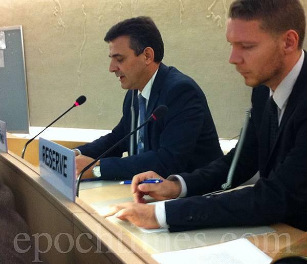 9月26日西班牙人權律師Carlos Iglésias在聯合國第24屆人權會議的現場發言指出:「江澤民在1999年4月政治局會議發言中明確提出的三條嚴格指示:在名譽上搞臭他們(法輪功修煉者),在經濟上搞垮他們,在肉體上消滅他們。就這樣,中國開始了對成千上萬無辜人們的抓捕,關進勞教營,實施酷刑和謀殺。」(圖片/大紀元)