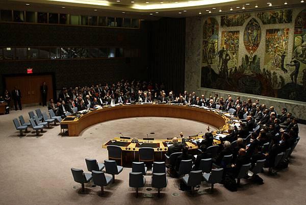 安理會通過決議 譴責敘國化武違反國際法