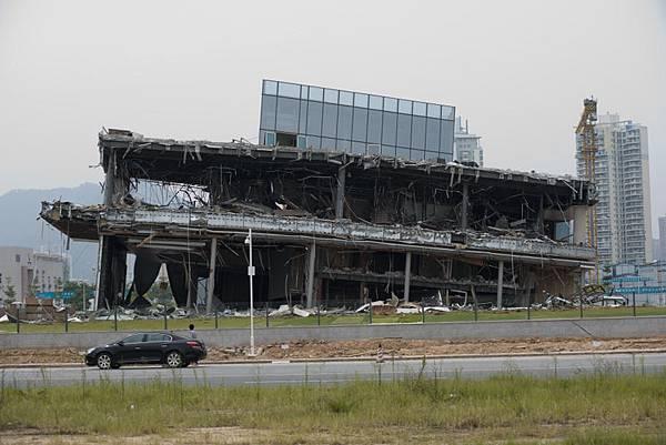 深圳天價樓盤售樓處坍塌