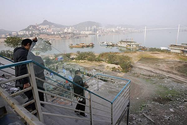 長江三峽水利樞紐的安全,直接關係到下游防洪區域1500多萬人的生命和財產安全。(AFP)