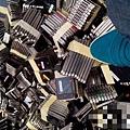 近日,網傳富士康正在集中銷毀大批iPhone,並有多張圖片顯示銷毀現場。(網絡圖片)