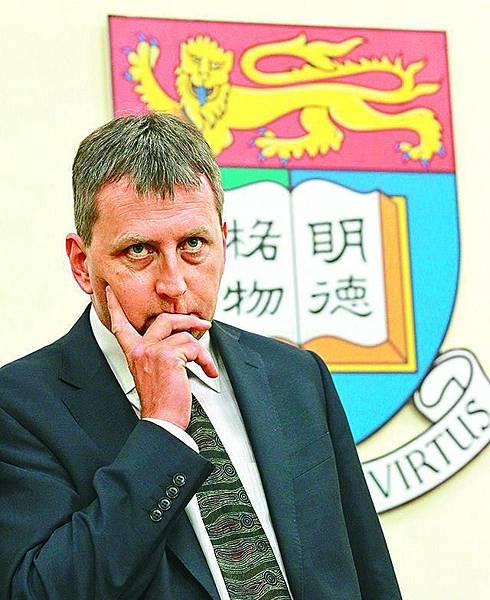 港大41年來首位外國人校長馬斐森未上任已惹爭議,有教授指他不懂中文,難與各界及內地溝通,當港大校長有隱憂。 李家皓攝