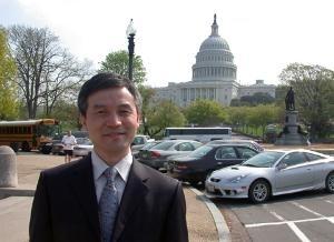 10月4日,北京大學法學院教授賀衛方在香港演講中表示,「有生之年可見憲政中國」。圖為賀衛方教授在華盛頓留影。(美國之音)