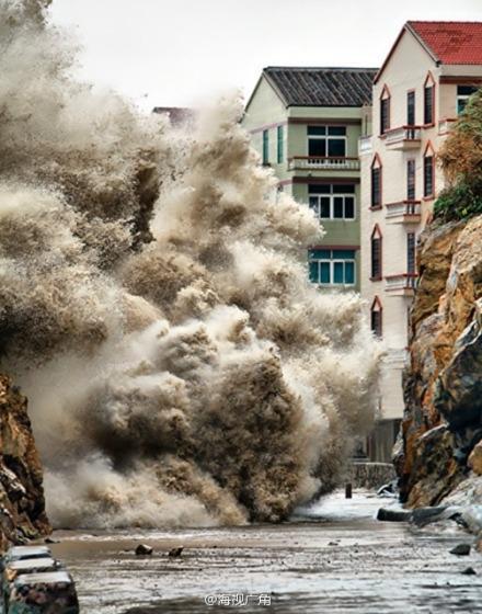 颱風「菲特」10月6日離開台灣,向西北方向移動,6日晚以12至16級風力登陸浙江中部至福  建北部沿海,因恰逢「十一」旅遊旺季,中共政府恐慌颱風將引發嚴重洪澇或大面積傷亡,  多地列車停運,項目設施關閉。(微博圖片)