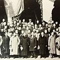 國父孫中山先生出席臨時參議院舉行成立大會後合影(1911年1月)。(國父紀念館/國民黨文傳會)